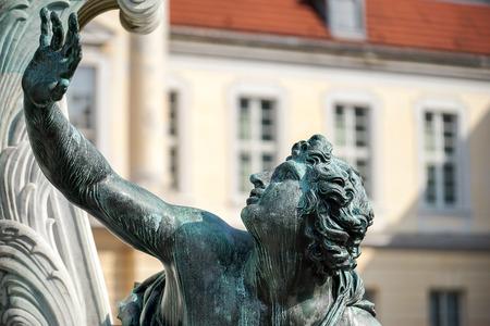 frederic: Uno de los cuatro guerreros encadenados en la base del rey Federico el Grande estatua Palacio de Charlottenburg en Berl�n Foto de archivo