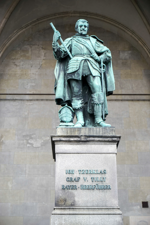 graf: Statue of Graf V Tilly at Feldherrnhalle in Munich Stock Photo