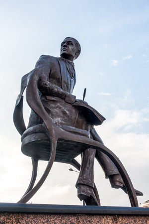 honouring: Close-Up view of the Statue honouring Ivor Novello