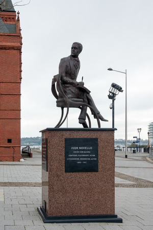 honouring: View of the Statue honouring Ivor Novello