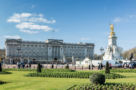 Victoria Memorial outside Buckingham Palace 報道画像