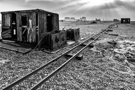 dungeness: Old shack and rusty machinery on Dungeness beach Stock Photo