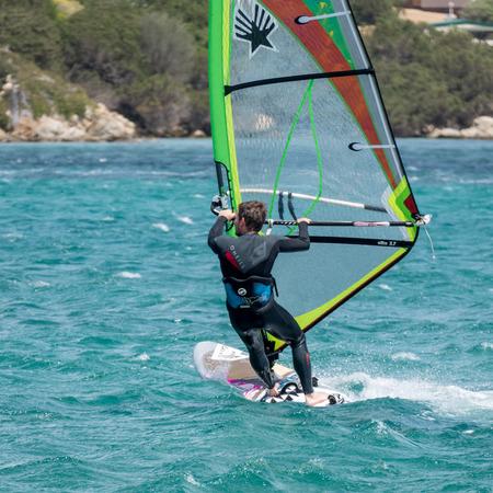 windsurf: Windsurf en Porto Pollo en Cerdeña