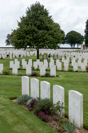 rouge: Cabaret Rouge British Cemetery in France