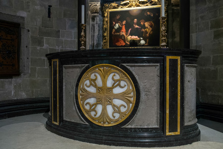 altar: Altar in Canterbury Cathedral