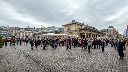 covent: People Walking around Covent Garden