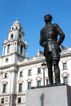 smuts: Statue of Jan Christian Smuts in Parliament Square London