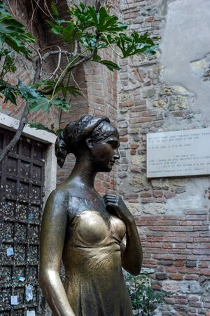 juliet: Statue of Juliet in Verona