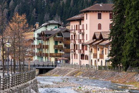 sud tirol: Avisio River in Moena