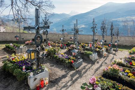 parish: Cemetery of the Parish Church in Villanders Stock Photo