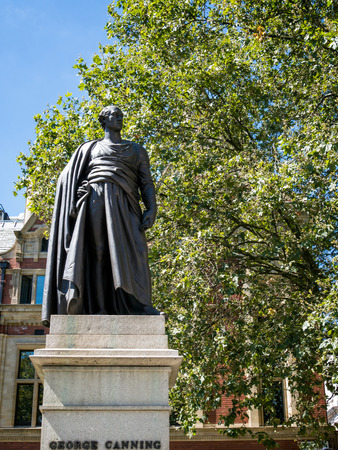 the statesman: Statue of  George Canning in London