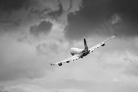 747 400: Virgin Atlantic - Boeing 747-400 flypast at Biggin Hill Airshow Editoriali
