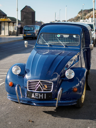 Old Citroen voiture garée à Hastings Éditoriale