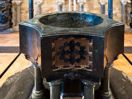 southwark: The Font in Southwark Cathedral
