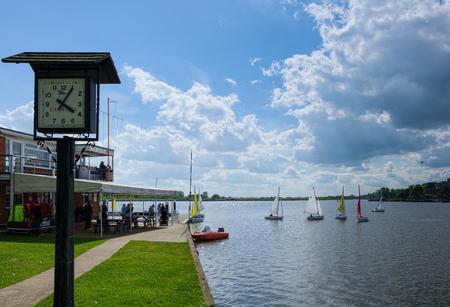 bateau de course: Sailing on Oulton Broad
