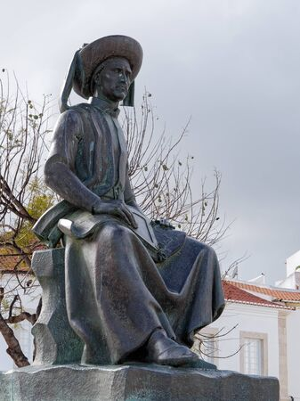 LAGOS, ALGARVE/PORTUGAL - MARCH 5 : Statue of Henry the Navigator in Lagos, Algarve Portugal on March 5, 2018 Banque d'images - 97886724
