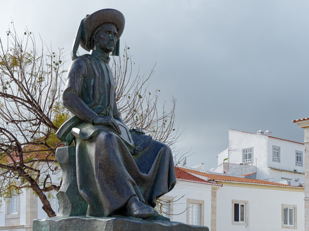 LAGOS, ALGARVE/PORTUGAL - MARCH 5 : Statue of Henry the Navigator in Lagos, Algarve Portugal on March 5, 2018 Banque d'images - 97886660