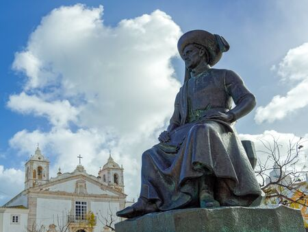 LAGOS, ALGARVE/PORTUGAL - MARCH 5 : Statue of Henry the Navigator in Lagos, Algarve Portugal on March 5, 2018 Banque d'images - 97916677