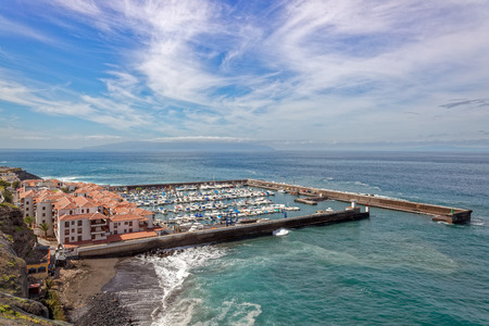 LOS GIGANTES, TENERIFE/SPAIN - FEBRUARY 20 : View of the harbour in Los Gigantes Tenerife on February 20, 2011 Banque d'images