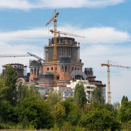 BUCAREST / ROMANIA - 21 SETTEMBRE: Cattedrale della salvezza del popolo rumeno in costruzione a Bucarest, in Romania, il 21 settembre 2018