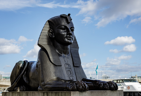 LONDON, UK - MARCH 11 : The Sphinx on the Embankment in London on March 11, 2019 에디토리얼