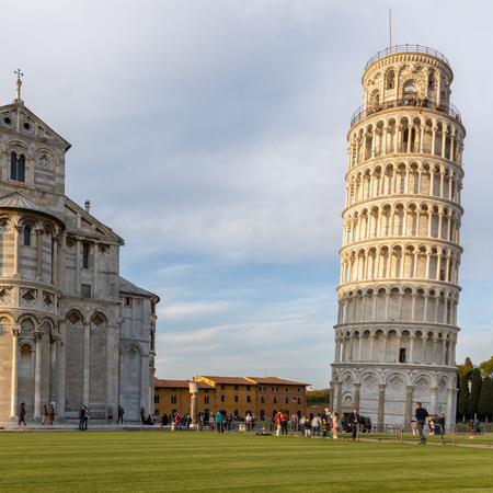 Exterior view of the Leaning Tower and Cathedral in Pisa Liguria Italy. unidentified people Banque d'images