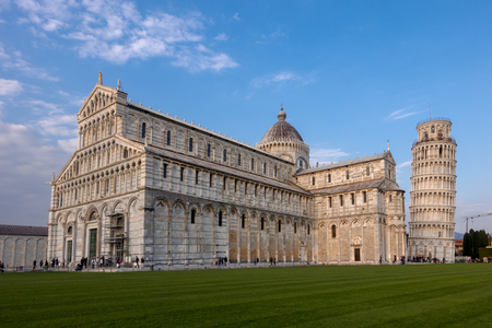 PISA, TUSCANY/ITALY  - APRIL 17 : Exterior view of the Cathedral and Leaning Tower in Pisa Tuscany Italy on April 17, 2019. Unidentified people Banque d'images