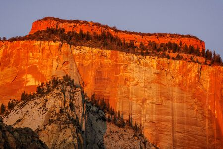 Sunrise in the Zion Mountains Stockfoto - 128564089