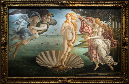 FLORENCE, TUSCANY/ITALY - OCTOBER 19 : The birth of Venus painting in the Uffizi gallery in Florence on October 19, 2019 스톡 콘텐츠 - 133069678
