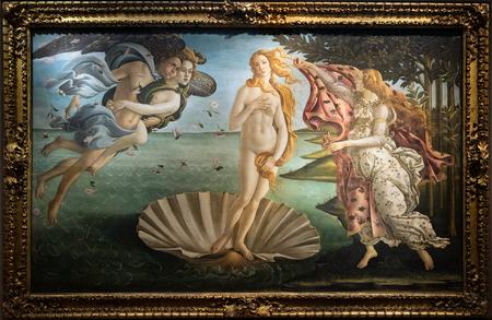 FLORENCIA, TOSCANA / ITALIA - 19 DE OCTUBRE: El nacimiento de la pintura de Venus en la galería de los Uffizi en Florencia el 19 de octubre de 2019