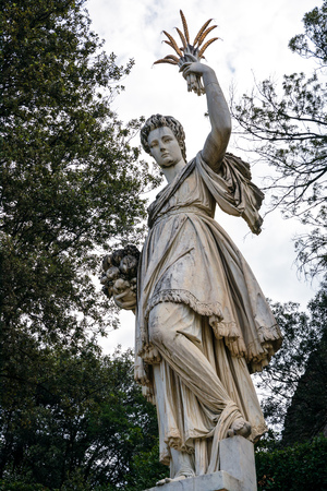 FLORENCE, TUSCANY/ITALY - OCTOBER 20 : Sculpture of Ceres ( greek Demeter ) ancient roman goddess in Boboli Gardens Florence on October 20, 2019 Banque d'images - 133069724