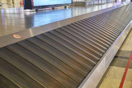 Tapis roulant del carosello bagagli dell'aeroporto