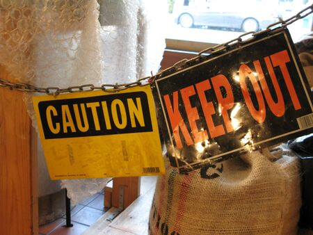 keep out: Keep Out sign
