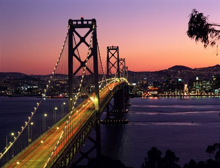 schateiland: San Francisco en de Bay Bridge tijdens zonsondergang, gezien vanaf Treasure Island.