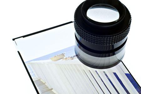 밝은 테이블에 4 x 5 투명도에 루 프.