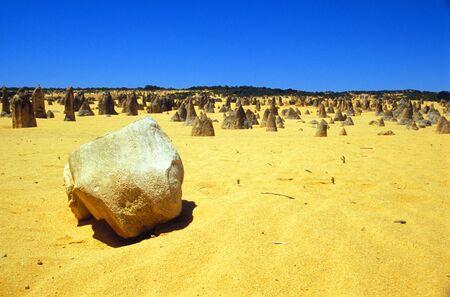 paisaje lunar: El Pinnacles desierto en Australia Occidental