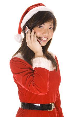 conversa: A cute asian mujer en un traje santa conversaciones sobre un m�vil