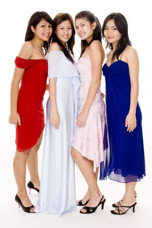 Vier jonge vrouwen in de avond slijtage Stockfoto