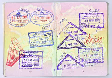 pasaporte: Una alta resoluci�n de escaneo de dos p�ginas de un pasaporte brit�nico con visado para los diferentes pa�ses de Asia  Foto de archivo
