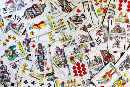 Nahaufnahme von einigen ungarischen Spielkarten. Auch als Doppeldeutsche Wilhelm Tell oder Four Seasons Deck. Standard-Bild - 10981155