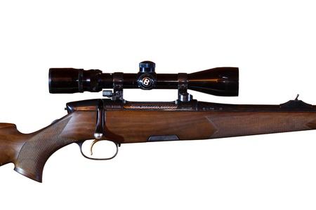 흰색 배경에 고립 된 망원경 시야와 저격 소총