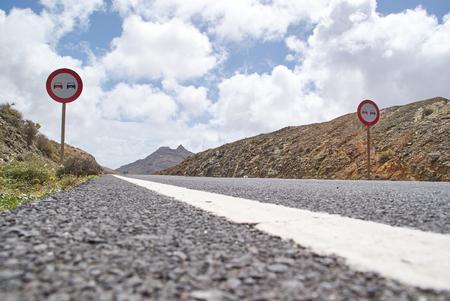 mountain road 版權商用圖片
