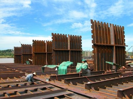 barge: Construction of a barge