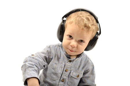 anti noise: bambino con protezione acustica sulla testa Archivio Fotografico