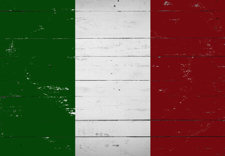 bandiera italiana: bandiera italiana dipinta su una tavola di legno