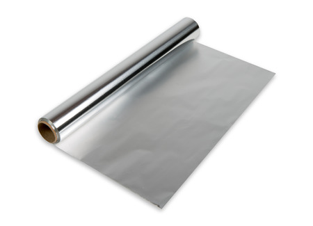 aluminiumfolie roll op de witte achtergrond Stockfoto