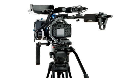 Professionele videocamera op de witte achtergrond Stockfoto