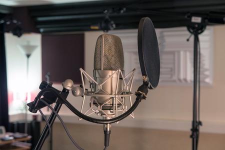 녹음 스튜디오에서 전문 마이크