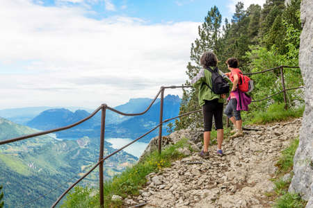 Two women hikers walking in the french Alps Foto de archivo