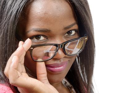 american sexy: Портрет красивой афро-американских молодая женщина, на белом фоне